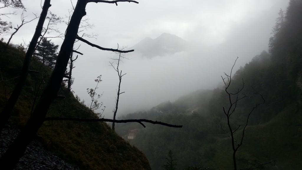Рейхенбахский водопад. Туман в горах.