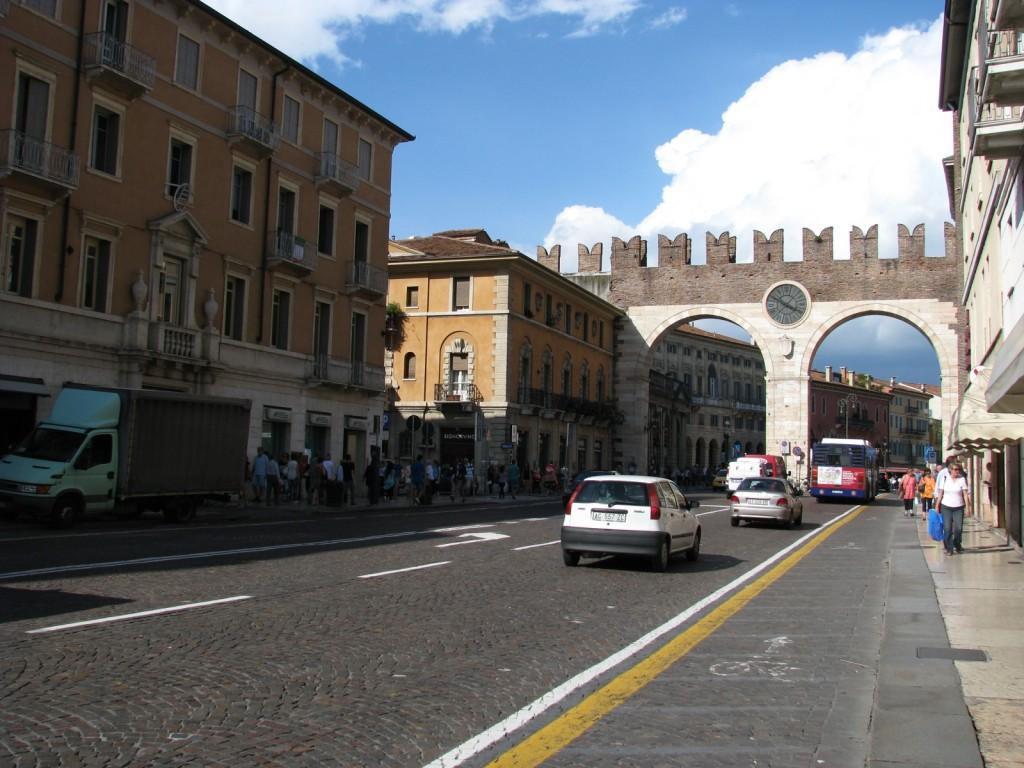 Верона. Ворота в центр города.