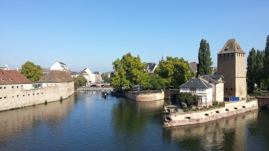 Страсбург. Вид с Дамбы Вобана. Река Илль и Крытые мосты.