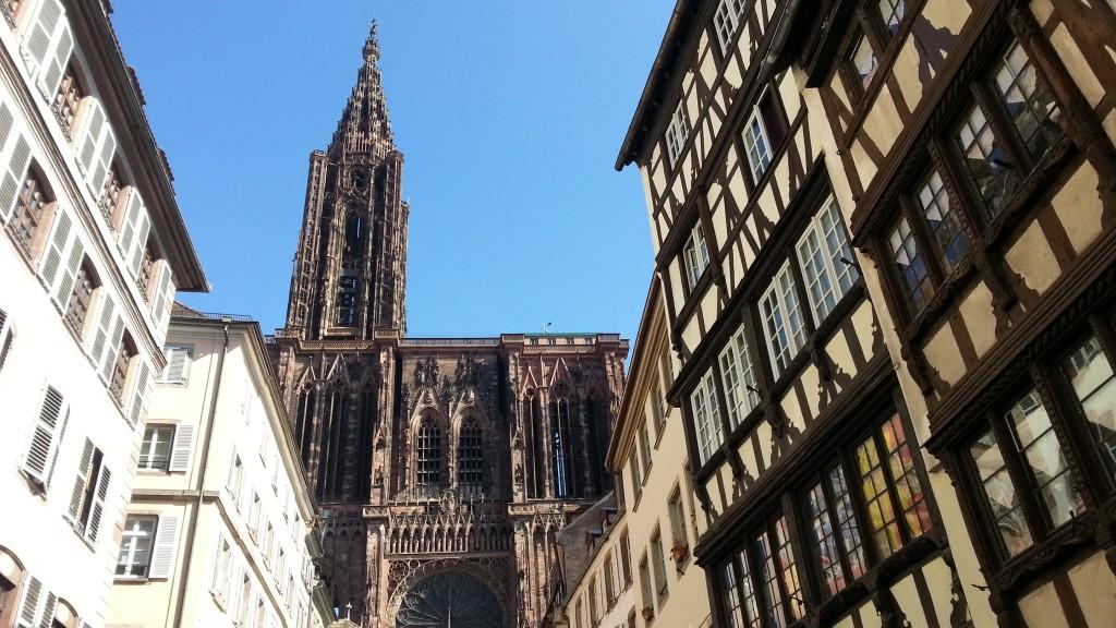Страсбургский собор. Вид с улиц города.