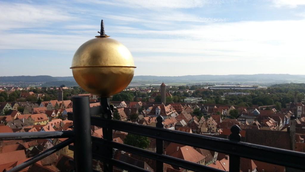 Ротенбург-об-дер-Таубер. Шар на смотровой площадке башни Ратуши.