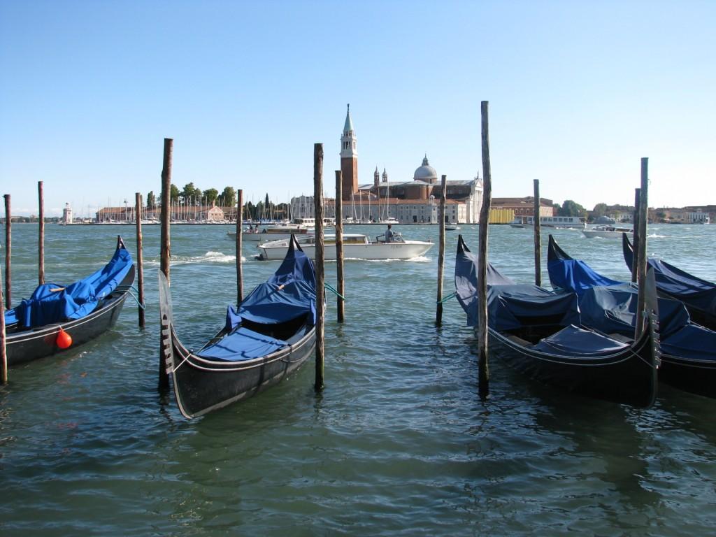 Венецианская лагуна. Гондолы и остров Сан-Джорджо.