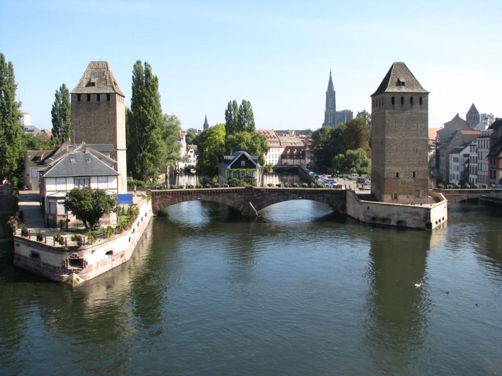 Страсбург. Вид с Дамбы Вобана на Крытые мосты и Кафедральный Собор.