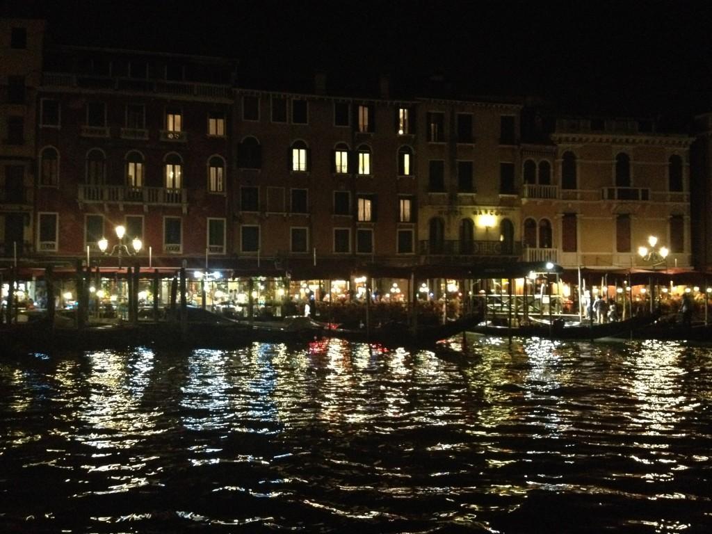 Венеция в ночных огнях