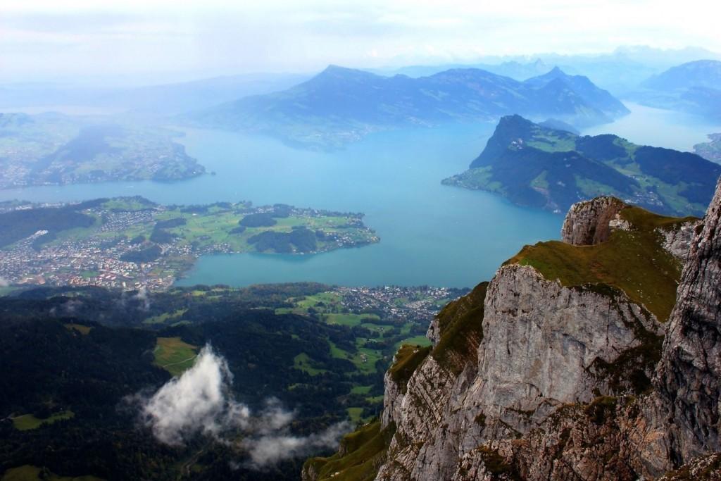 Вид с горы Пилатус на Люцерн и Фирвальдштетское озеро