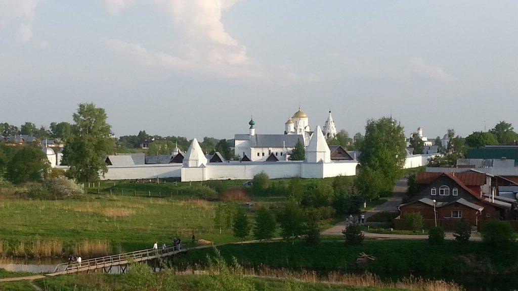 Покровский монастырь в майском Суздале