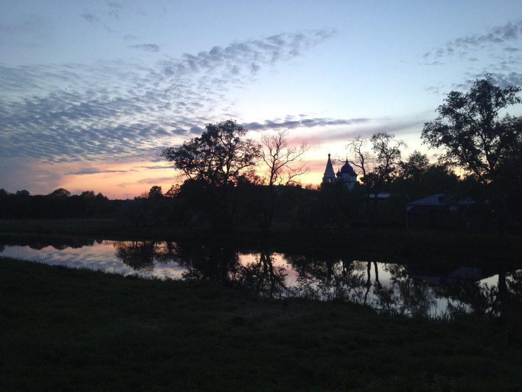 Вечернее майское небо в Суздале