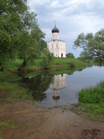 Церковь Покрова на Нерли близ Боголюбово. Май 2015.