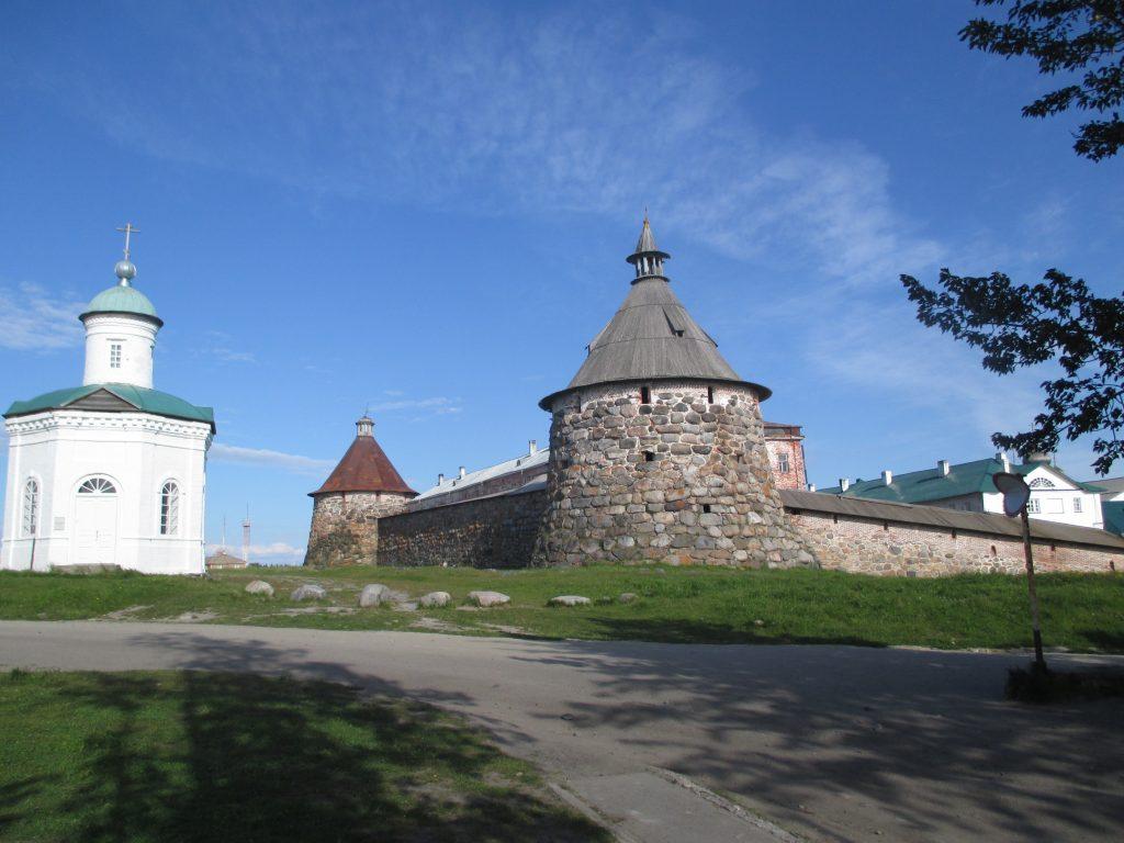 Соловецкий монастырь в солнечную погоду