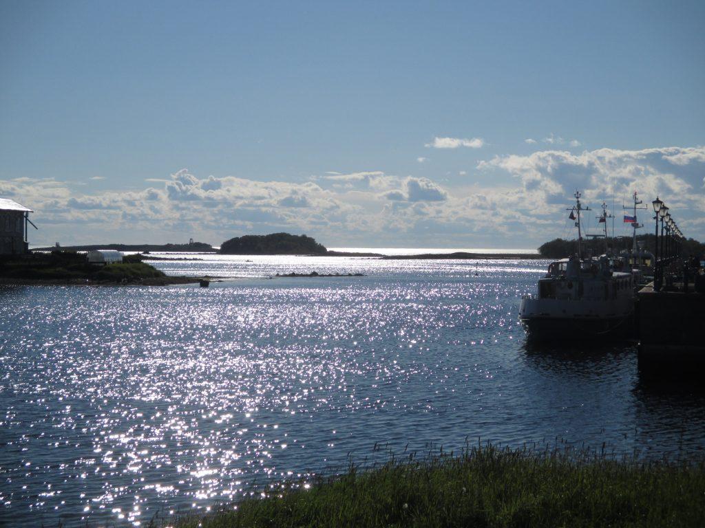 Соловецкий залив в солнечный летний день