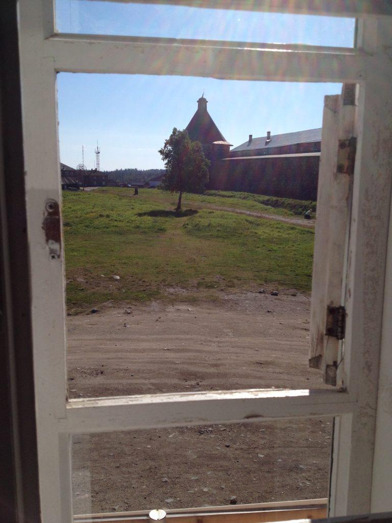 А из нашего окошка монастырь виден немножко...