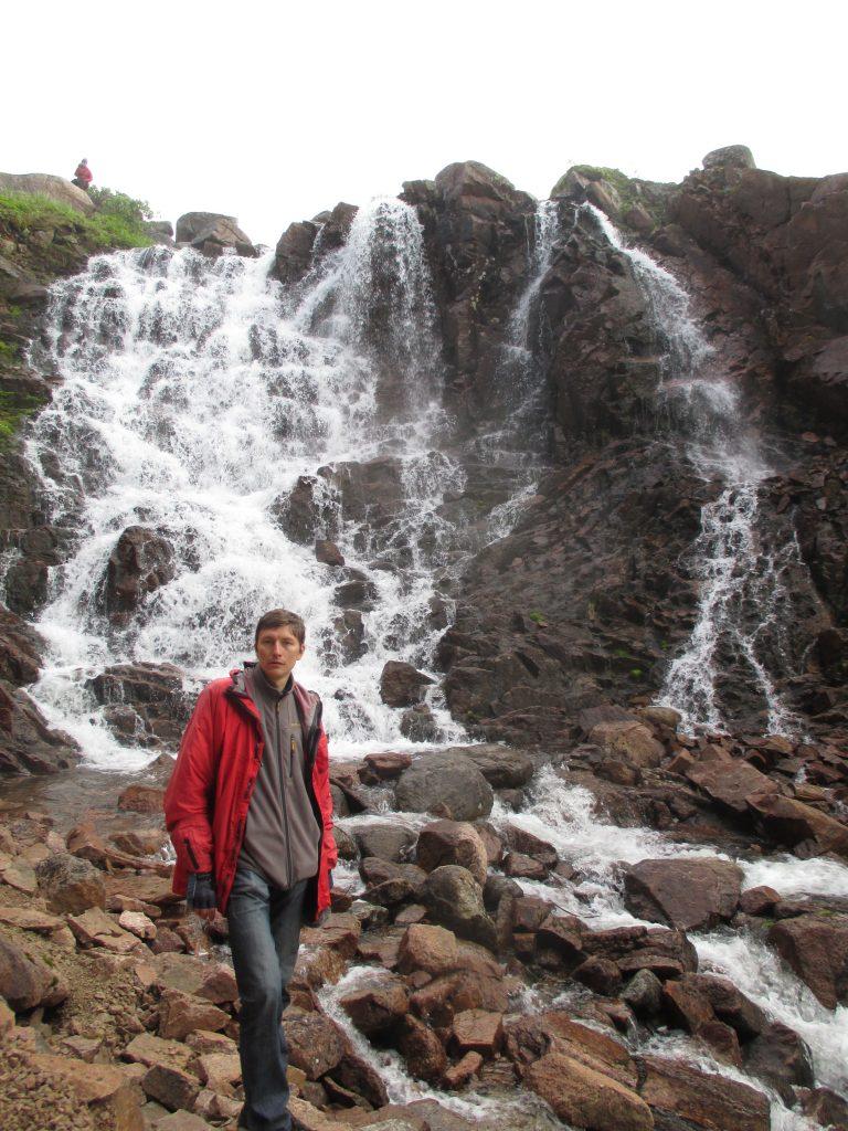 Водопад в Териберке. Вид снизу.