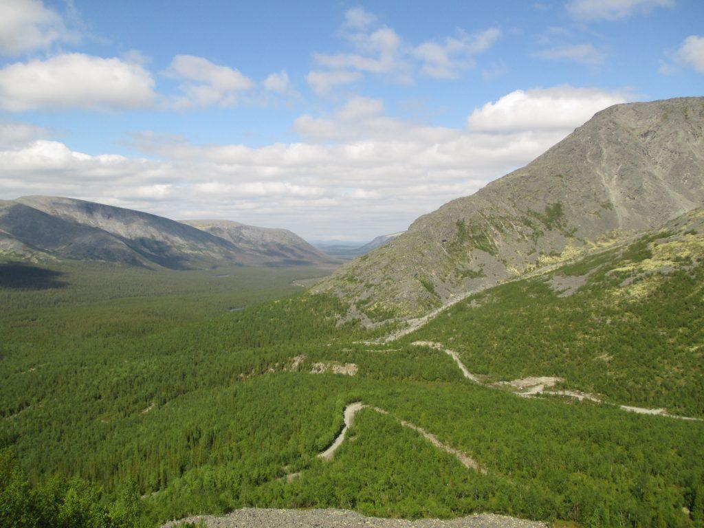 Хибины. Вид со смотровой площадки у горы Куэльпорр.