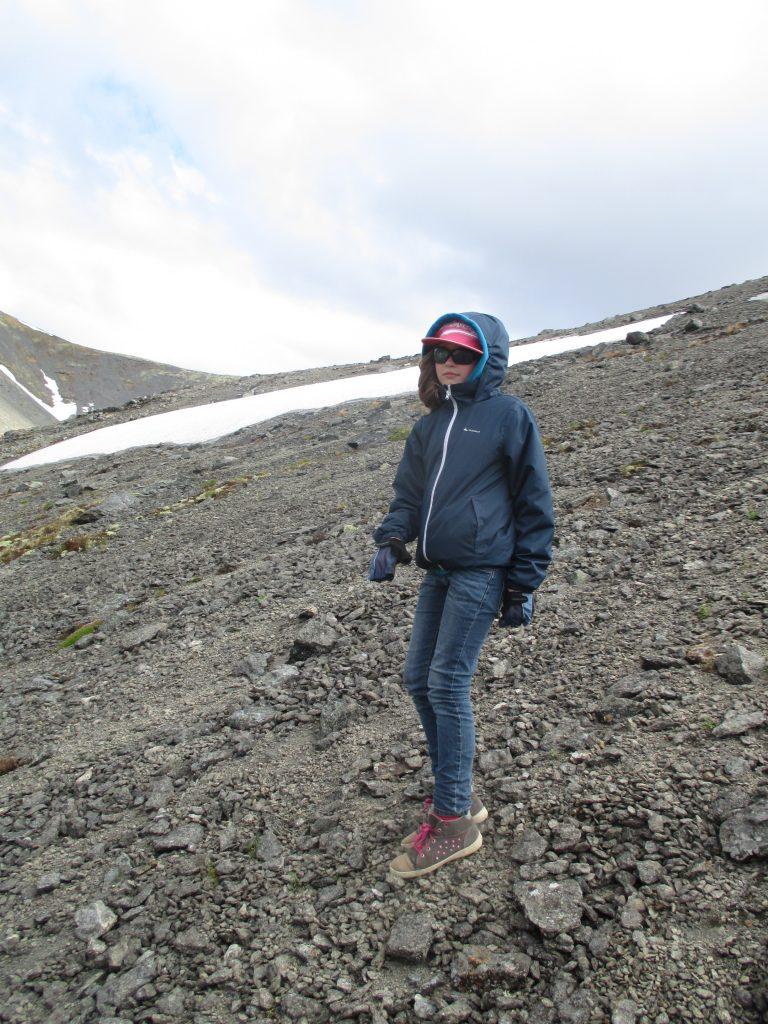 Спуск с горы Куэльпорр по сыпухе.