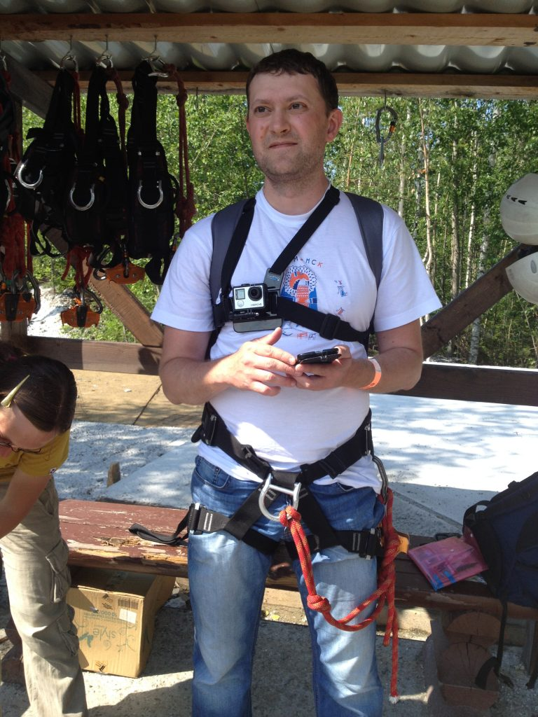 Перед полетом на Zipline в горном парке Рускеала