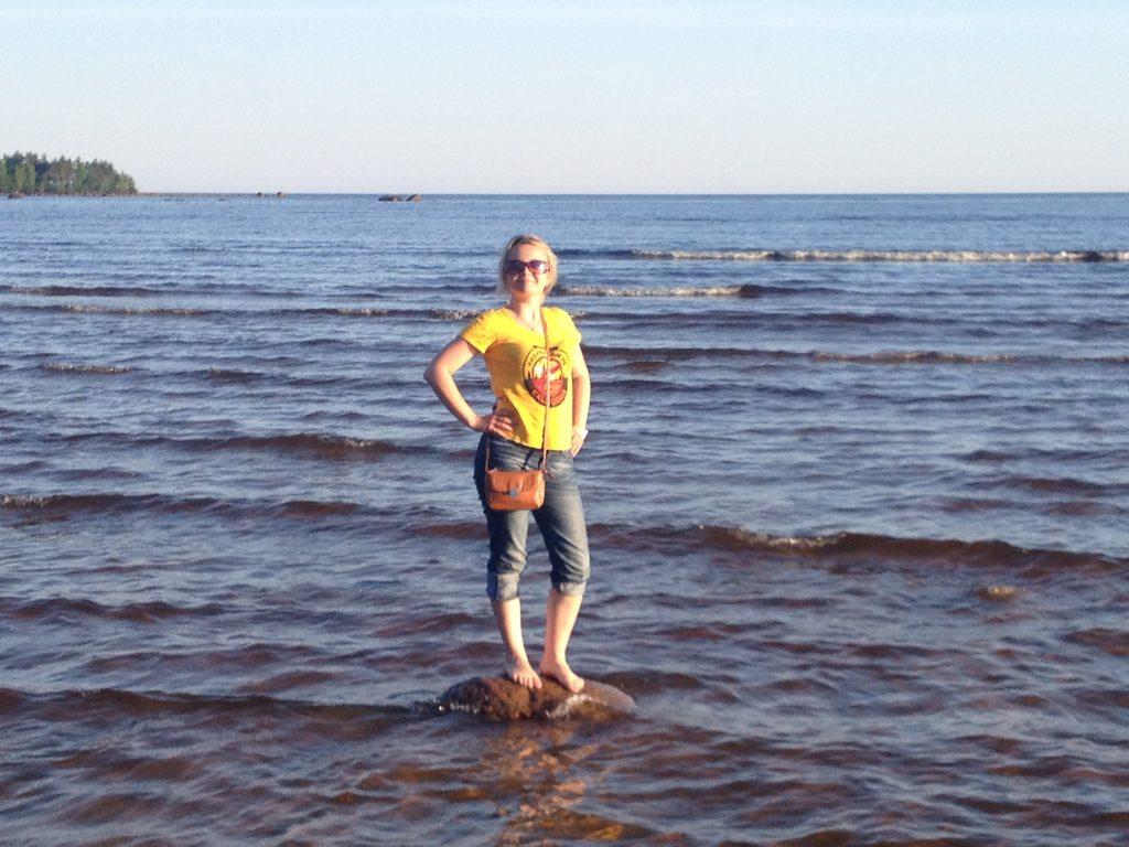 Аня на Ладожском озере