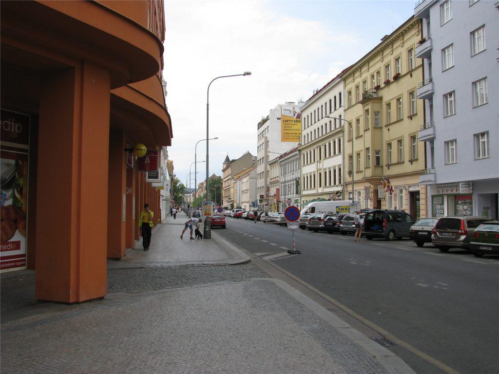 Прага-8 Карлин. Около метро Кршижикова.