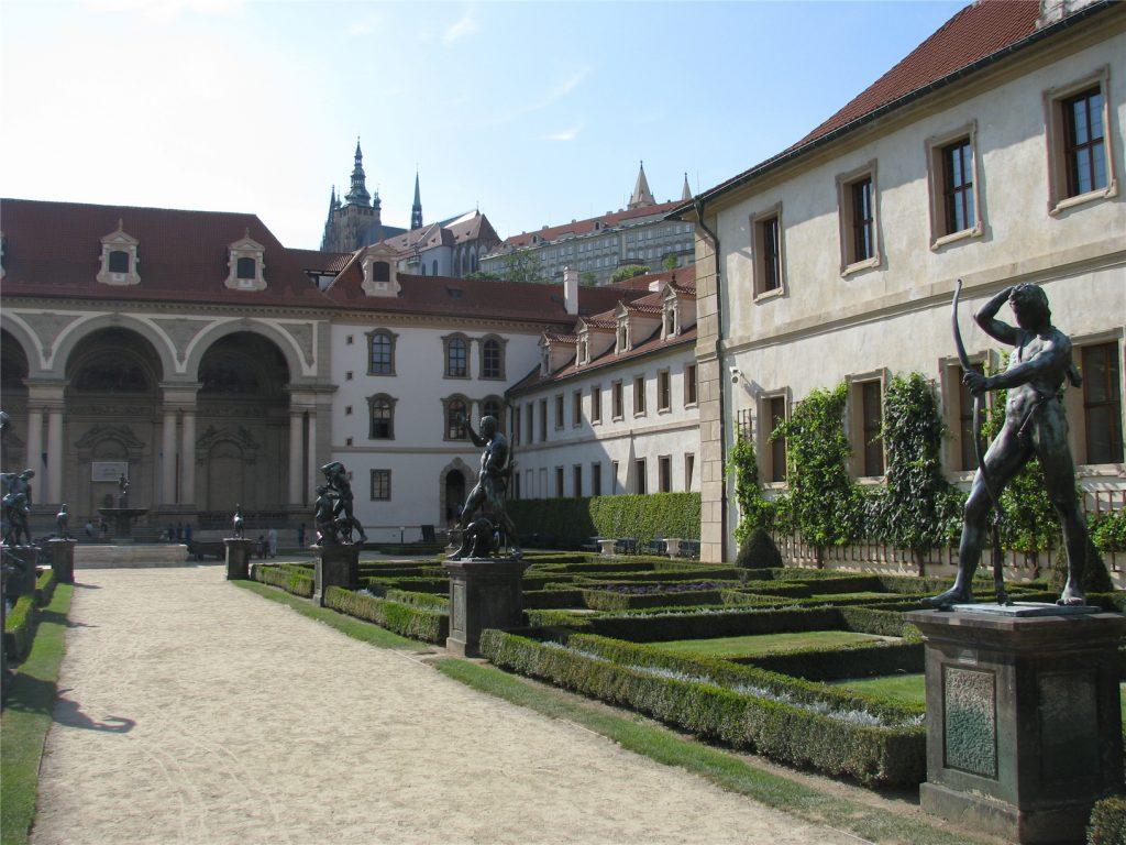 Прага. Вальдштейнские сады. Дворец сената Чехии.