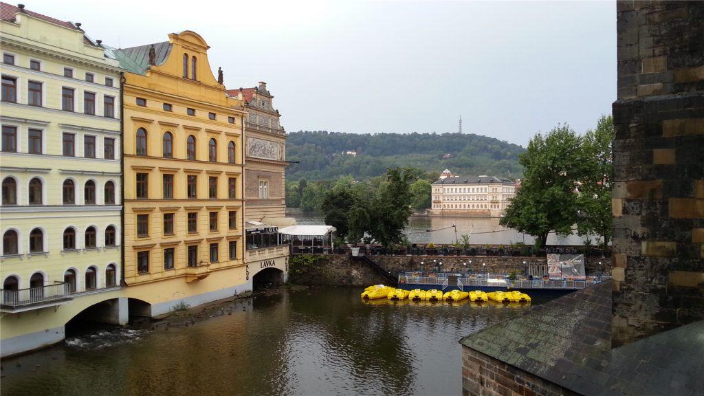 Прага у Староместской башни Карлова моста