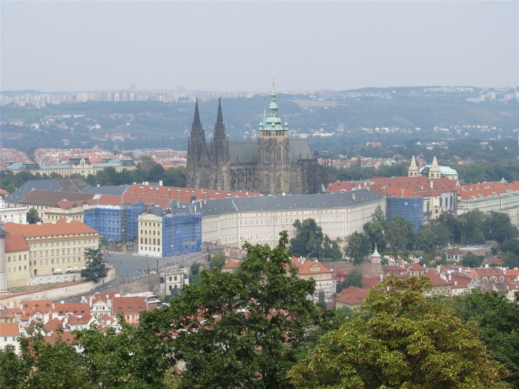 Вид на Пражский Град с Петршинской башни