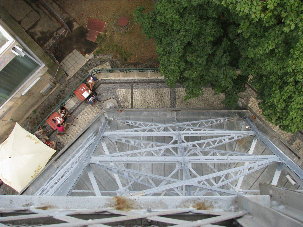 Петршинская башня сверху вниз