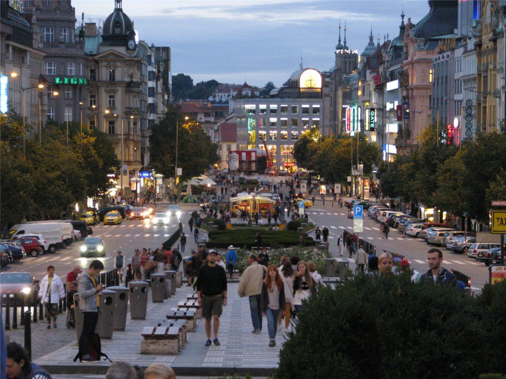 Прага. Вацлавская площадь вечером.