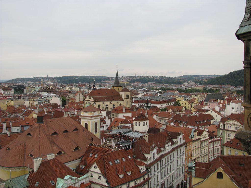 Виды со Староместской ратуши на Прагу.