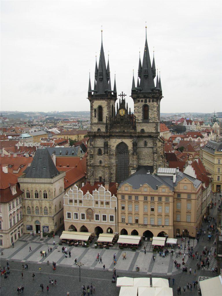 Виды со Староместской ратуши на Прагу. Тынский храм.