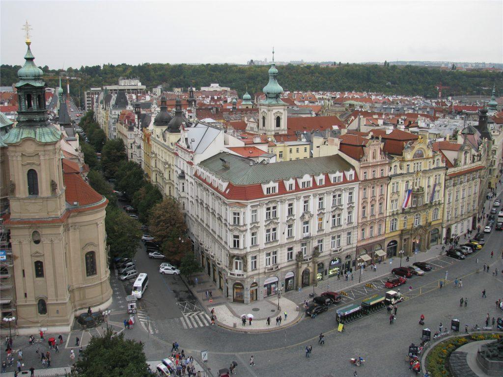 Виды со Староместской ратуши на Прагу