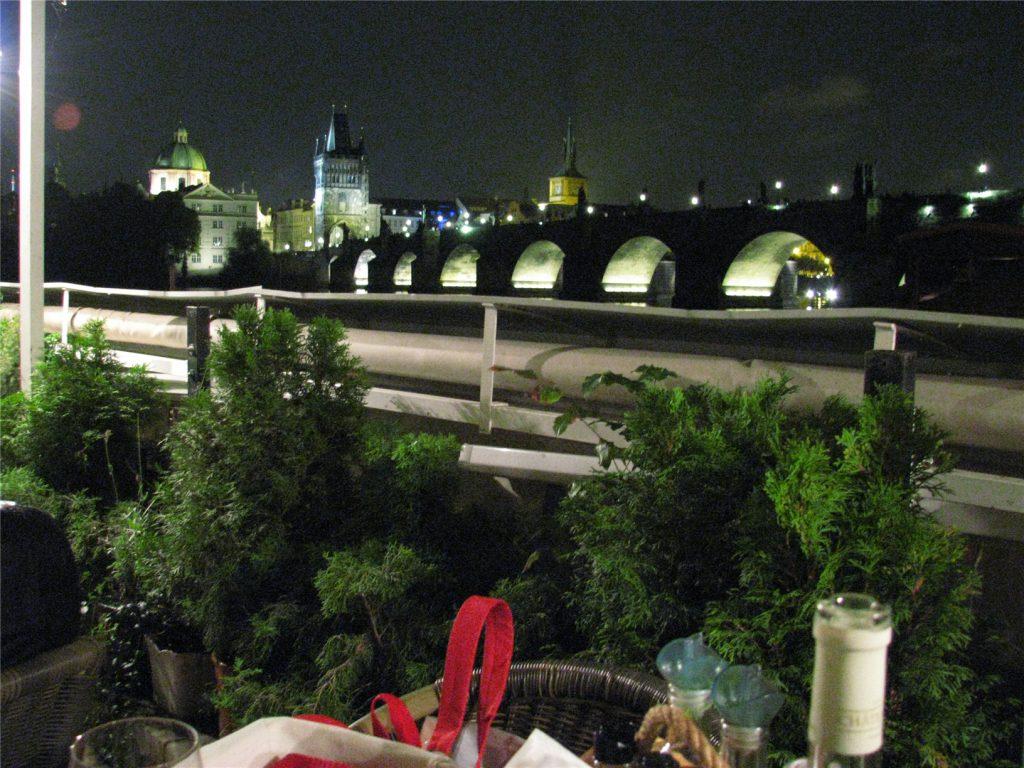 Карлов мост. Вид с веранды ресторана Certovka.