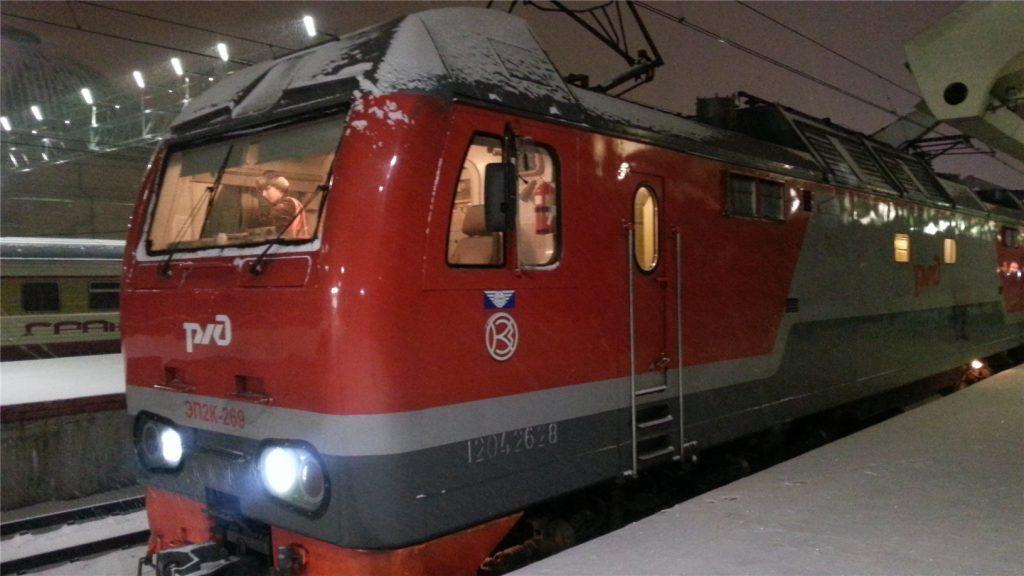 Локомотив двухэтажного поезда РЖД Москва - Санкт-Петербург