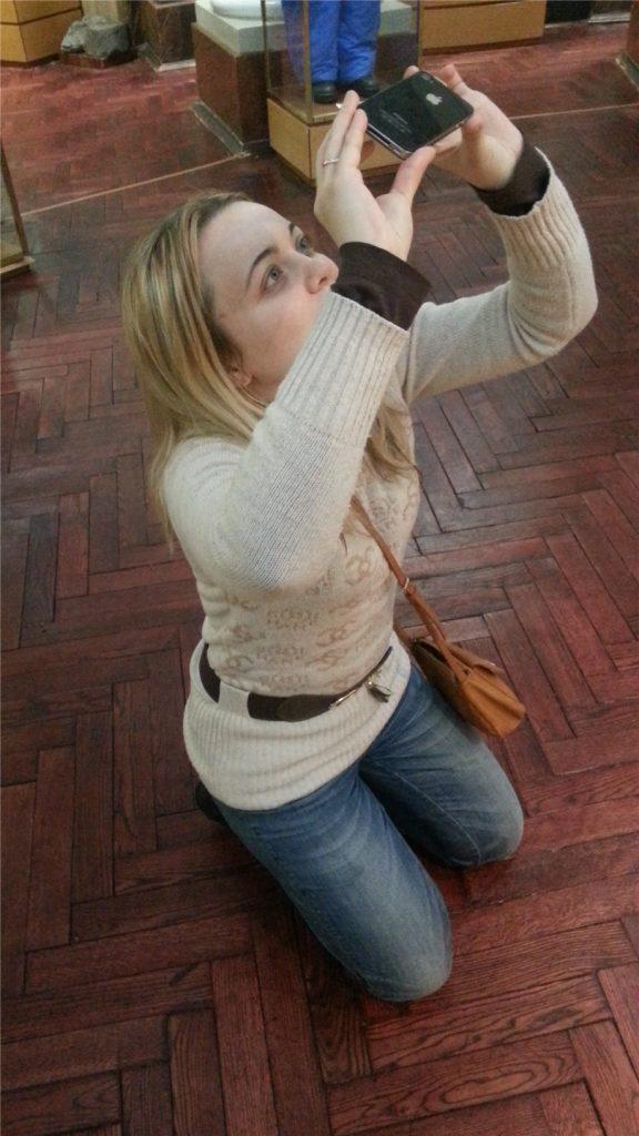 Аня фотографирует