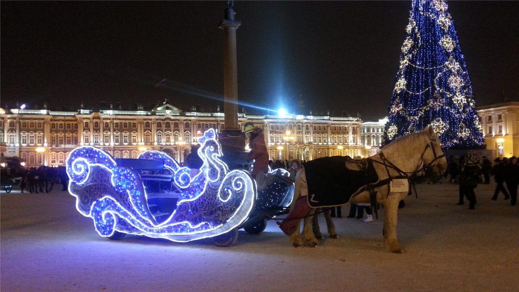Дворцовая площадь в Новый Год в Санкт-Петербурге