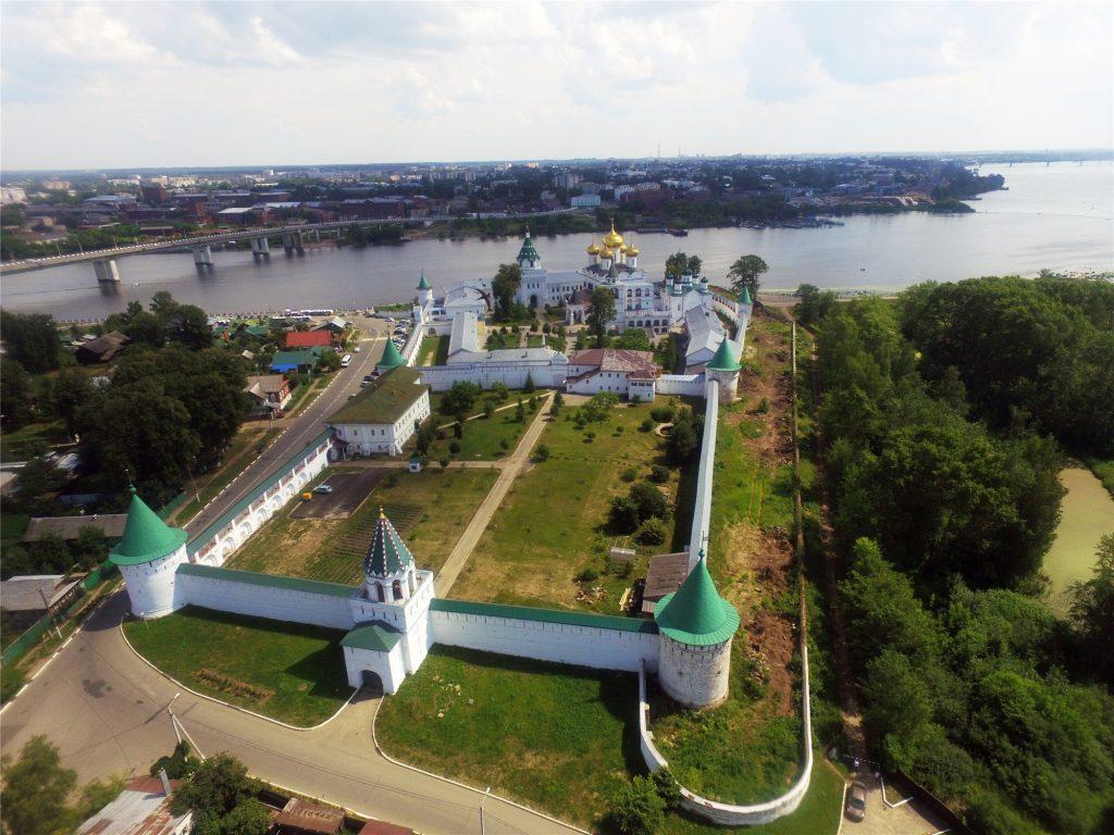 Кострома. Ипатьевский монастырь с воздуха.