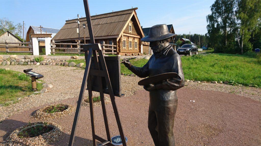Скульптура Исаака Левитана рисующего плесские пейзажи. Гора Левитана.