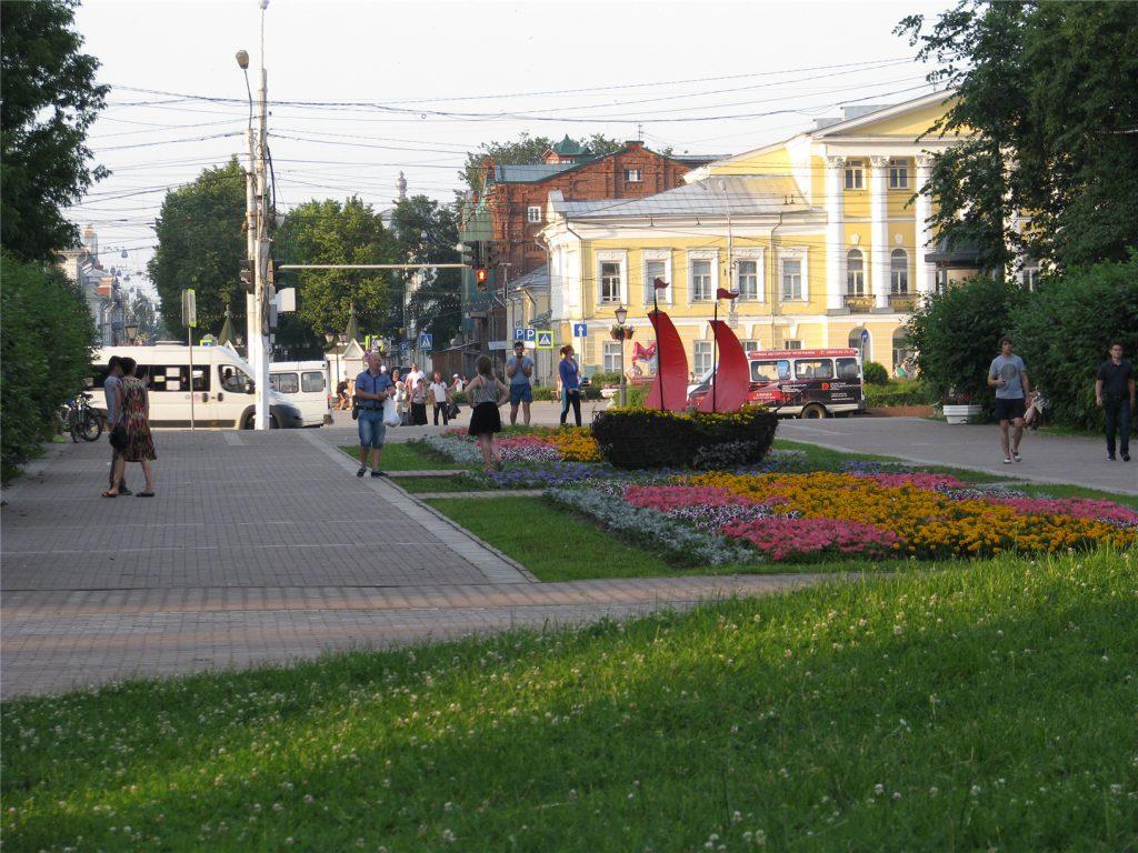 Кострома. Аллея у Сусанинской площади.