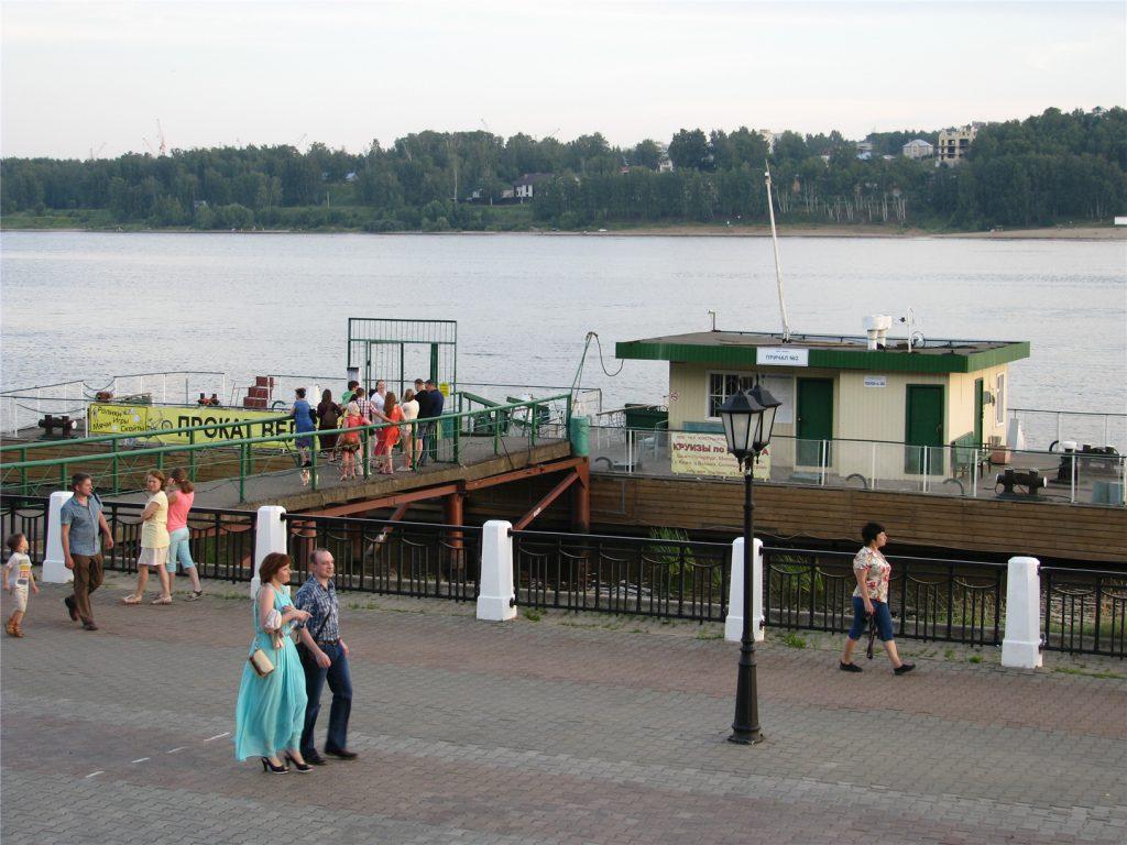 Волга, набережная и причал №2 в Костроме