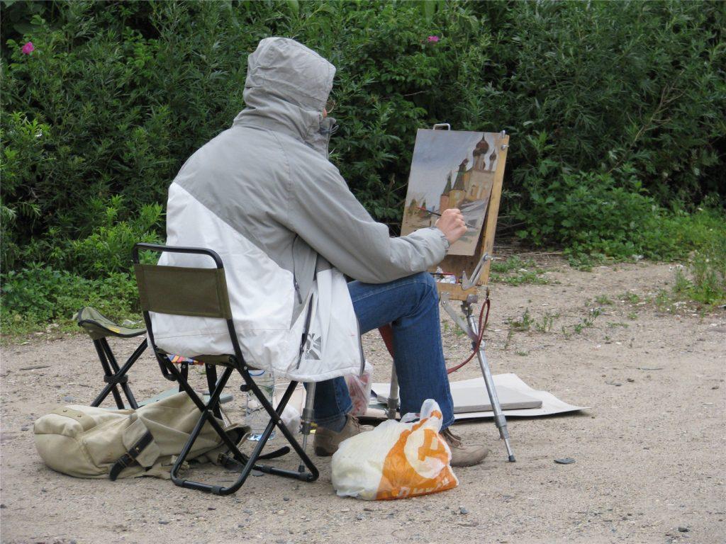 Художник рисует Борисоглебский монастырь