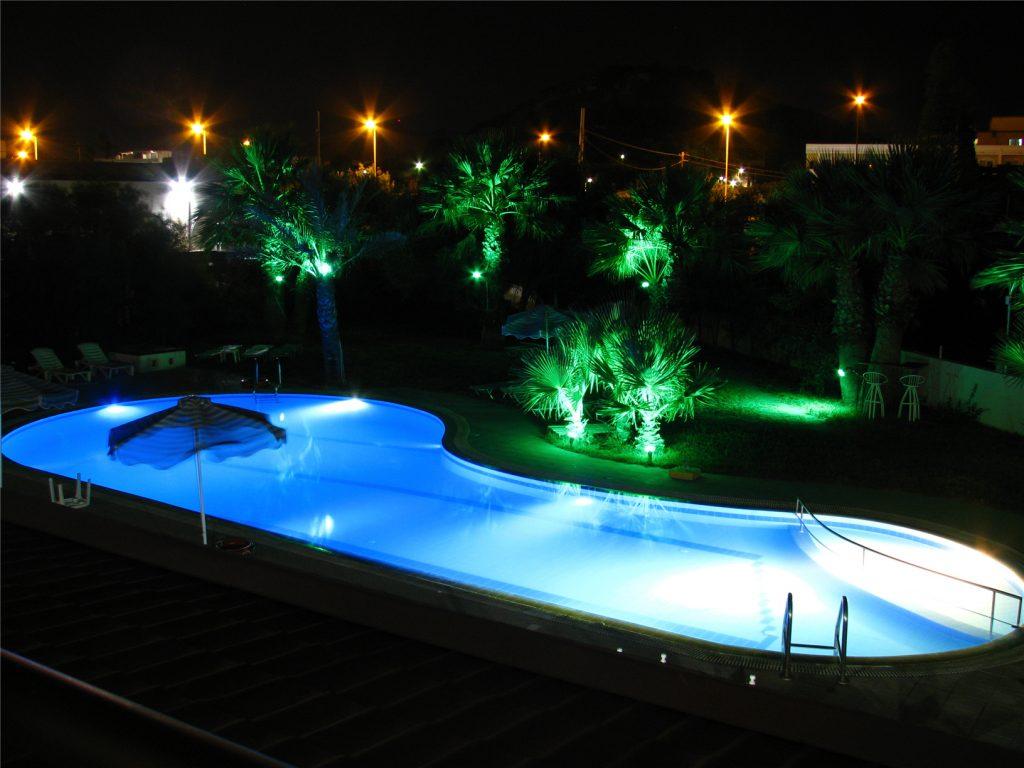 Греция. Родос. Ночная подсветка бассейна отеля Арго. Argo Hotel.