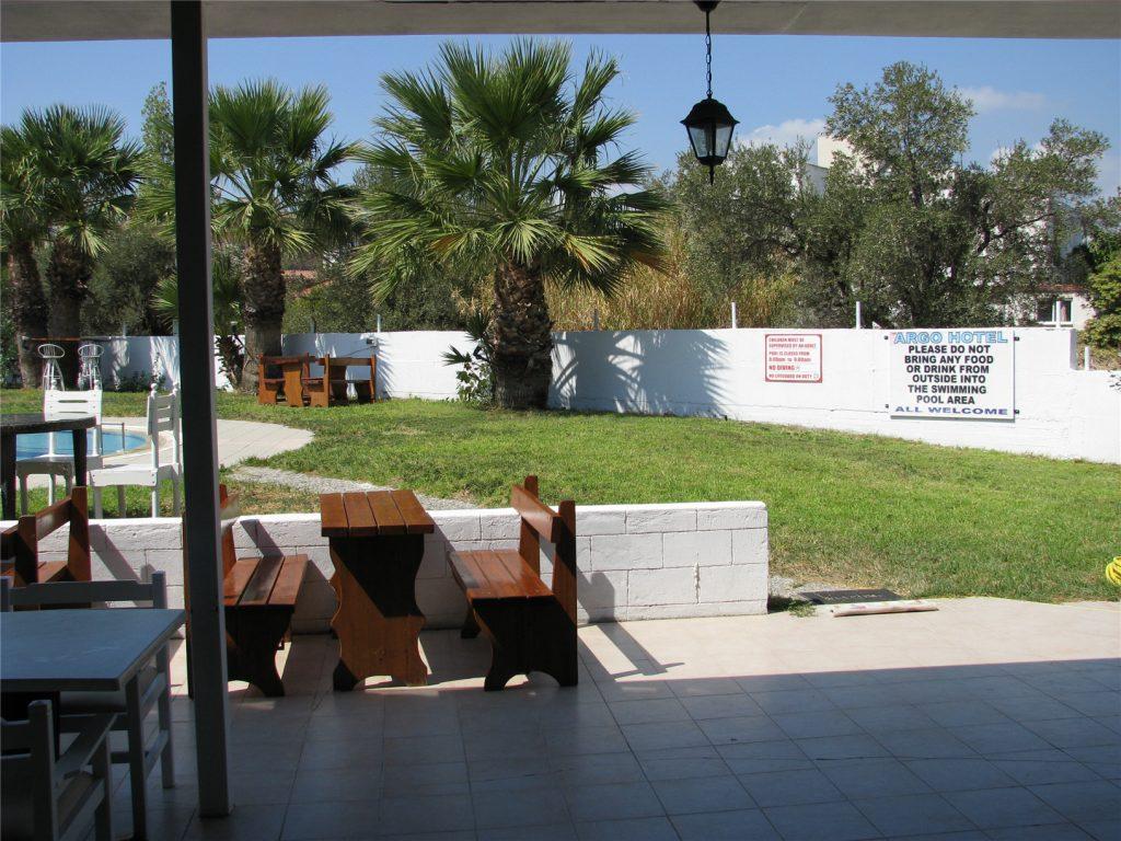 Зона кафе и бассейна. Отель Арго. Родос.