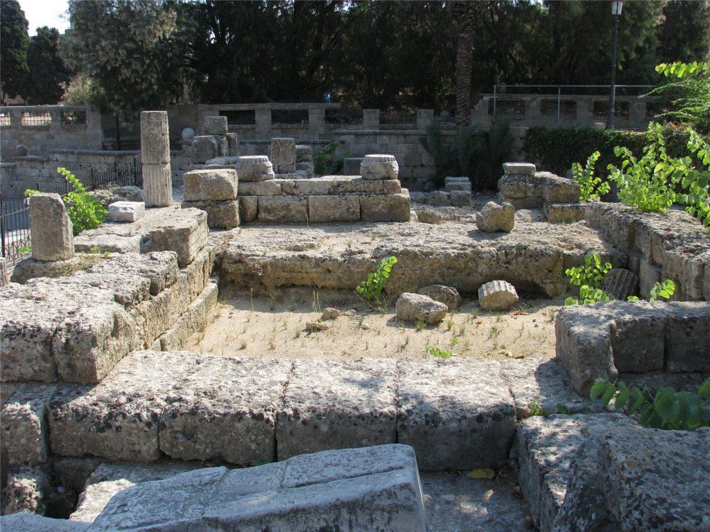 Античные развалины в Старом городе Родоса