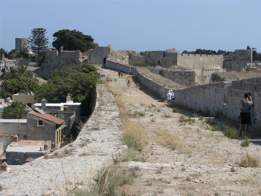 Крепостная стена Старого Города. Родос.