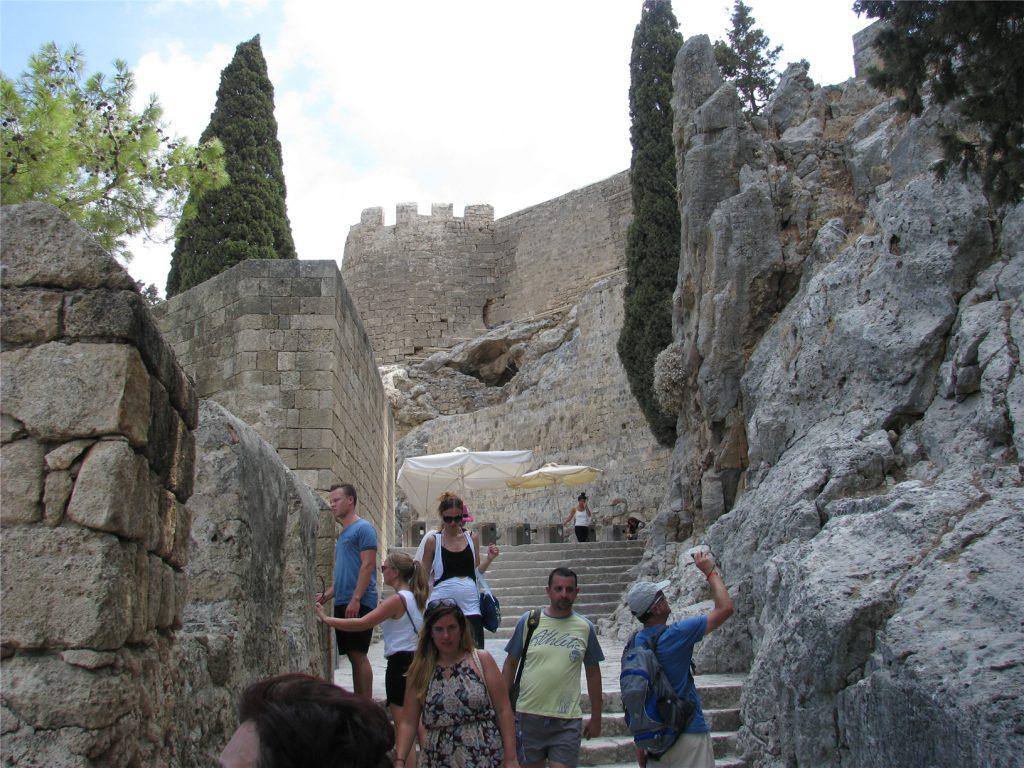 Акрополь Линдосский. Перед турникетами.
