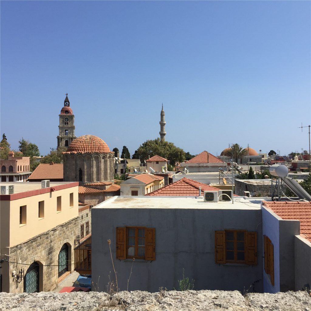Часовая башня и башня мечети Сулеймана. Родос.