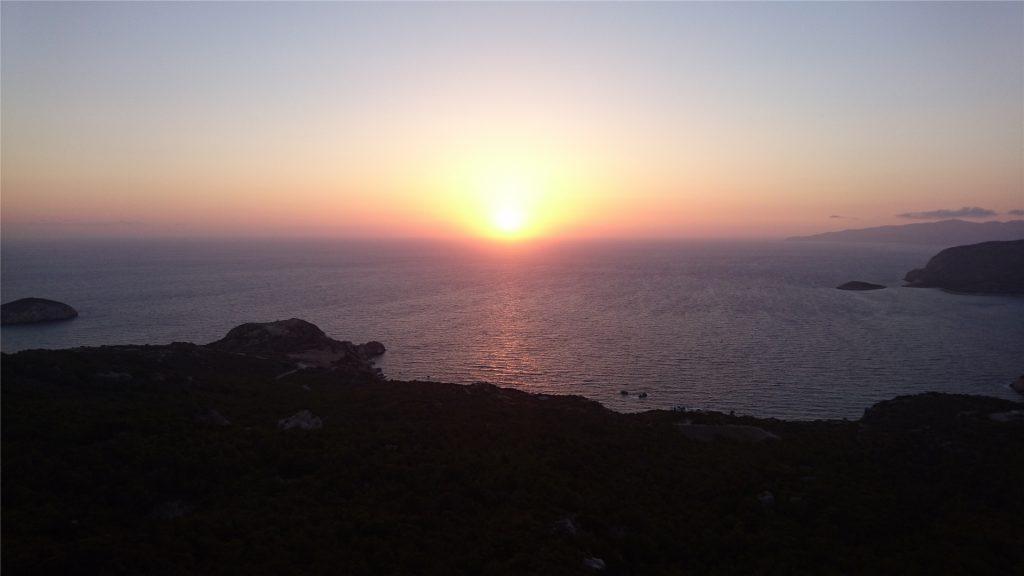 Закат на Эгейском море из крепости Монолитос