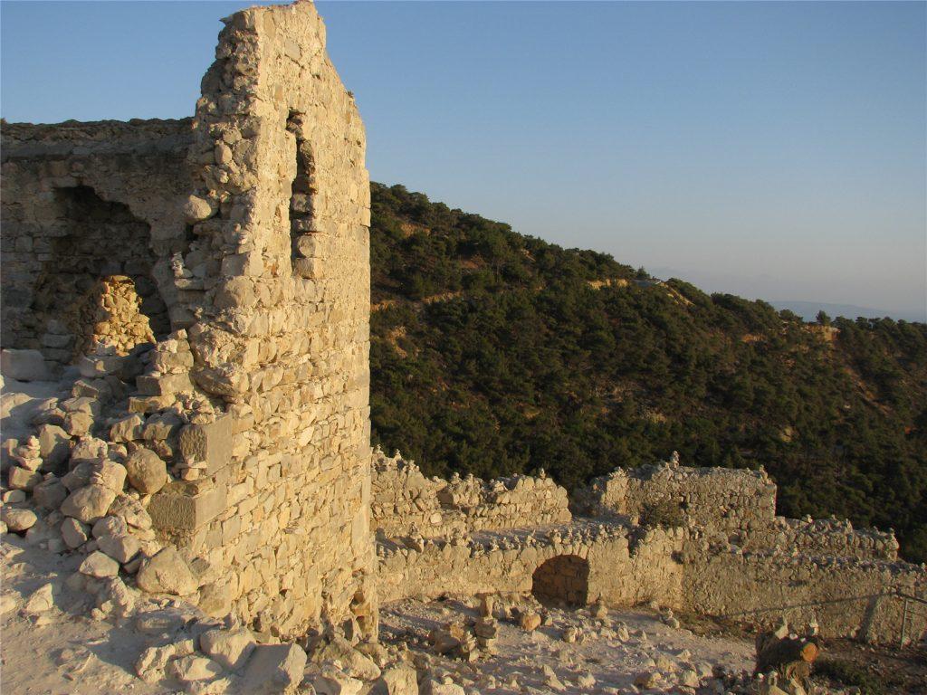 Развалины крепости Монолитос на Родосе