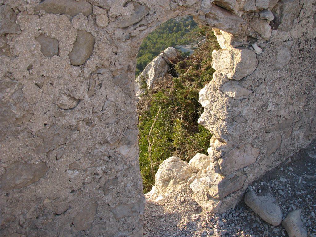 Развалины крепости Монолитос