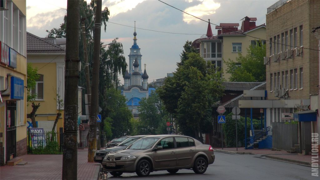 Калуга. Вид на Успенскую церковь с Театральной улицы.