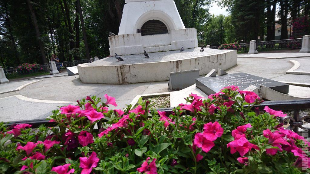 Калуга. Памятная плита в парке Циолковского.