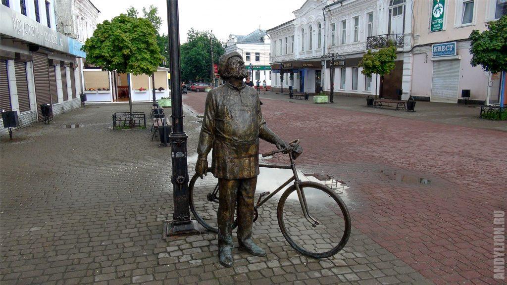 Калуга. Театральная улица. Циолковский и велосипед.